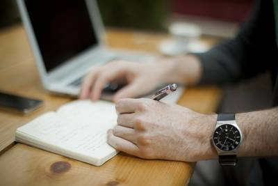8 aktuelle Online-Ausbildungen (von Psychologie bis Robotik)